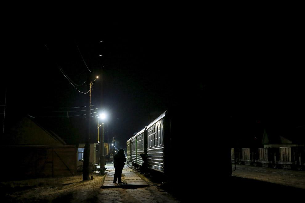Идет посадка на поезд из Алапаевска в Санкино