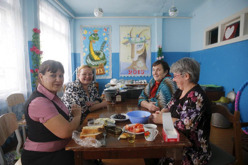 Застолье в Доме культуры в Санкино