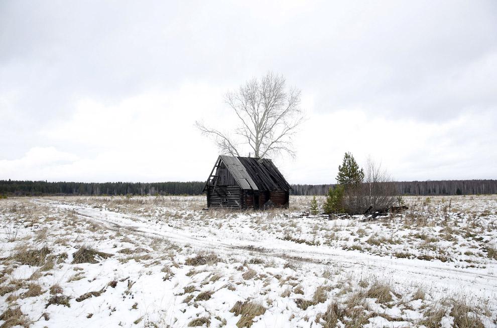 Заброшенный дом в поселке Калач, Свердловская область