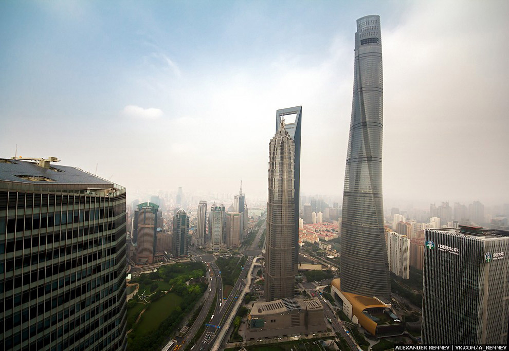 Три самых высоких здания в Шанхае: Jin Mao Tower (421m), Financial Center (492m), Shanghai Tower