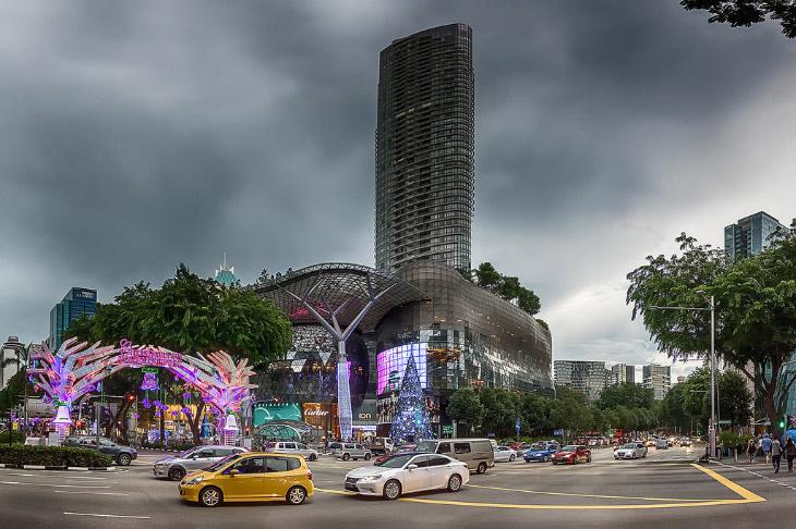 ION — одно из самых известных зданий на улице