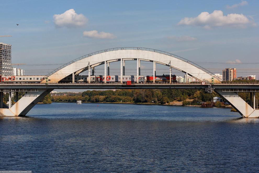Невероятно красивый Химкинский мост Октябрьской железной дороги через канал имени Москвы