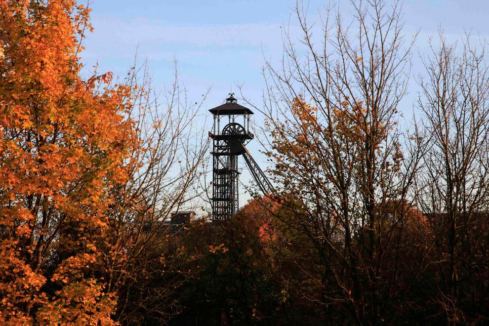 Старая заброшенная угольная шахта