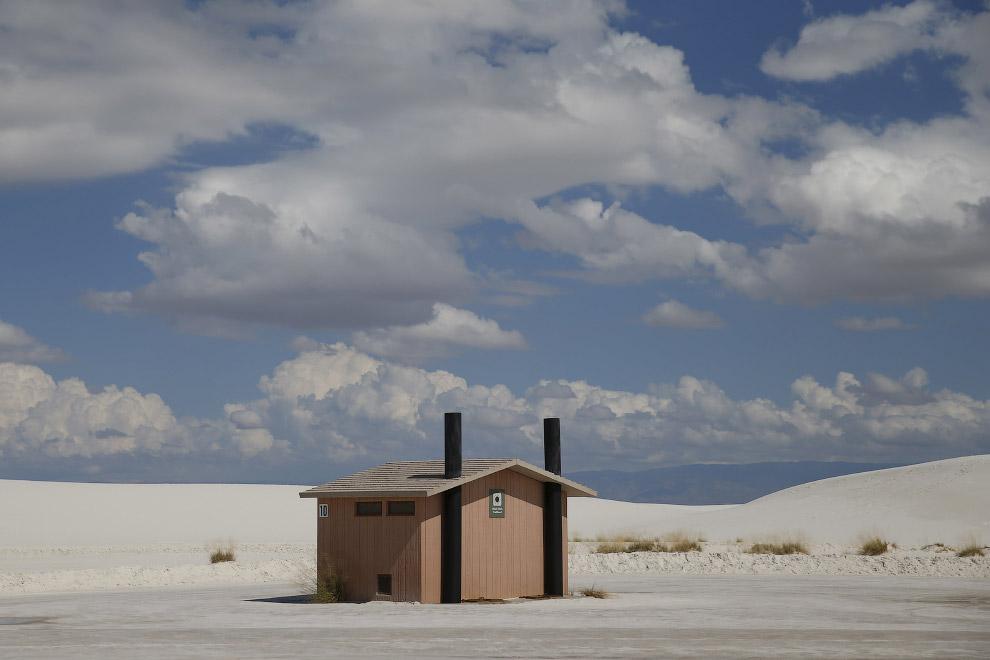 Заведение в песчаных дюнах