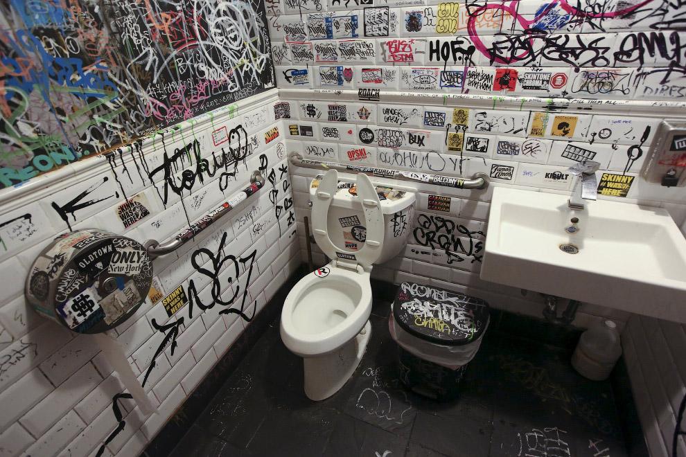 В ресторане в Бруклине, Нью-Йорк, США
