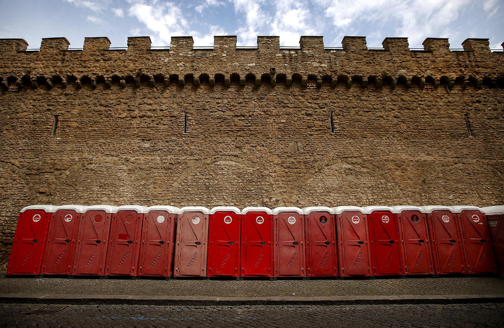 Стройные ряды кабинок в центре Рима
