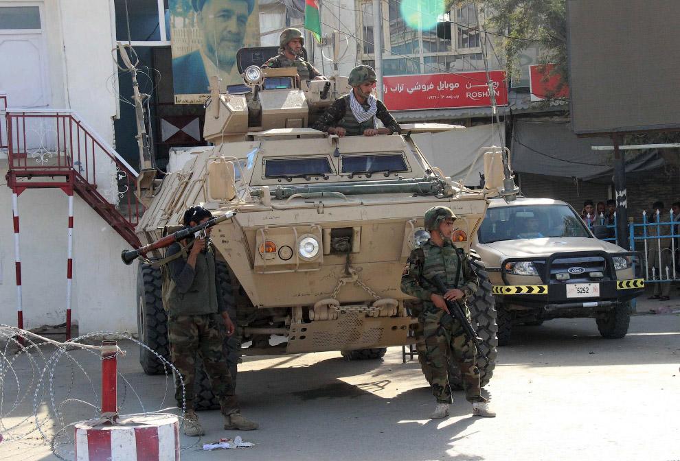 Афганские солдаты на улицах в провинции Кундуз, Афганистан