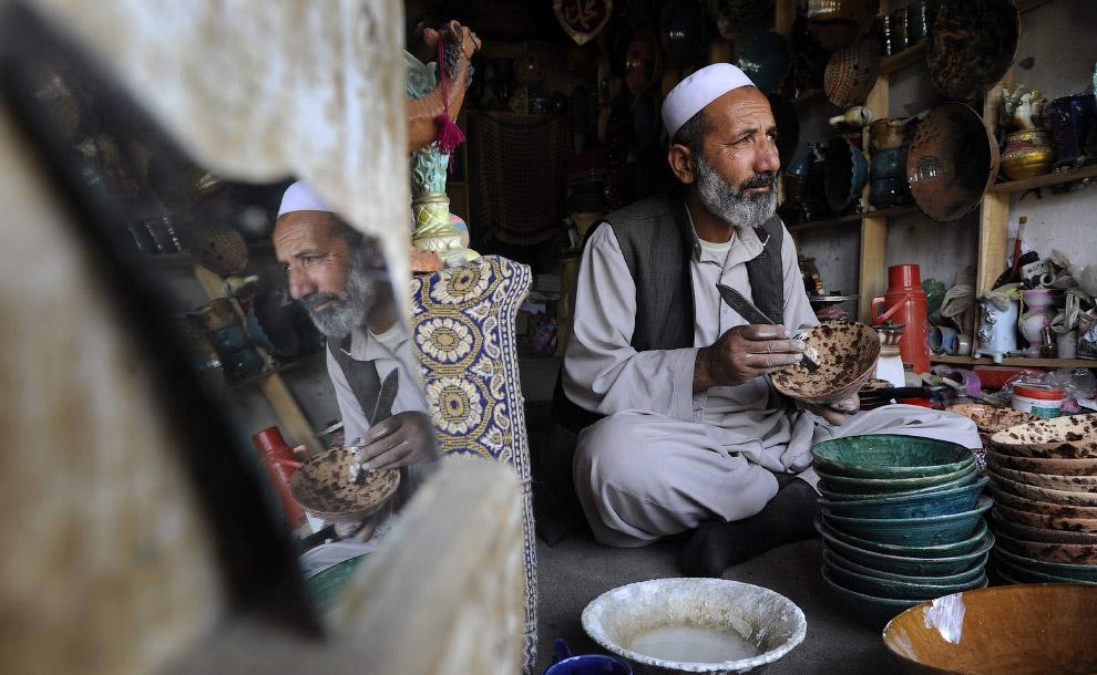 Владелец своей мастерской в Кабуле, Афганистан