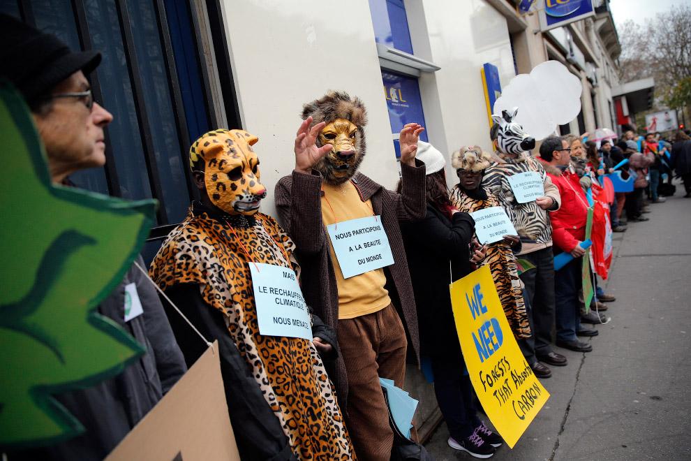 Активисты в Париже