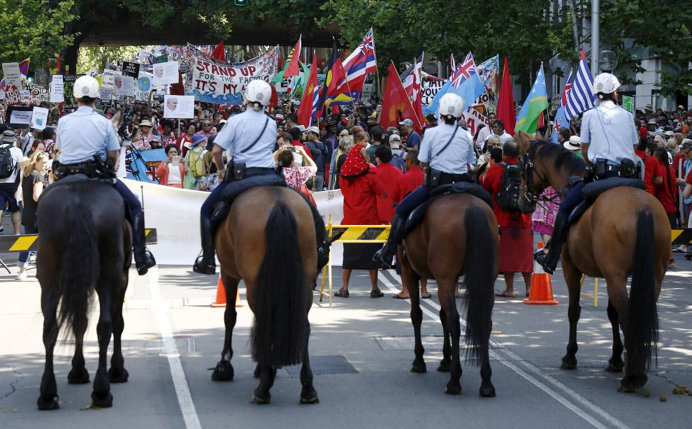 В Сиднее, Австралия собрали людей на целые демонстрации