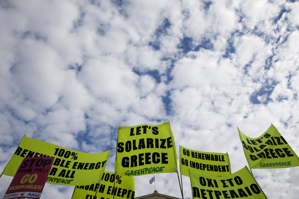 Демонстрация с плакатами в Афинах, Греция