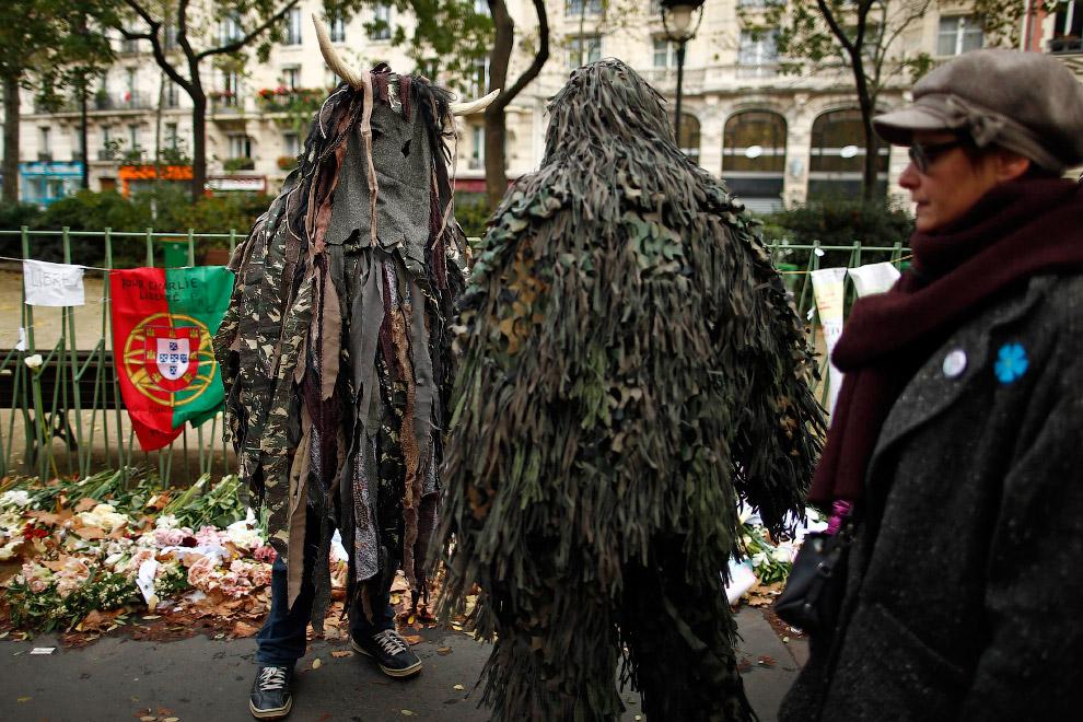 Лесные люди на митинге в Париже, Франция
