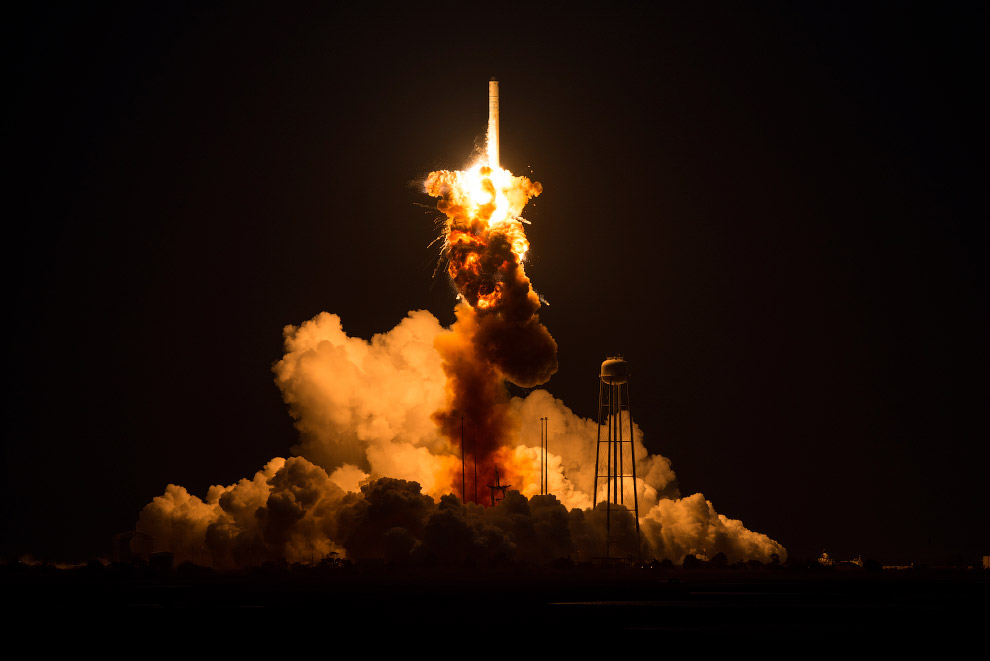 Ракета Antares взорвалась