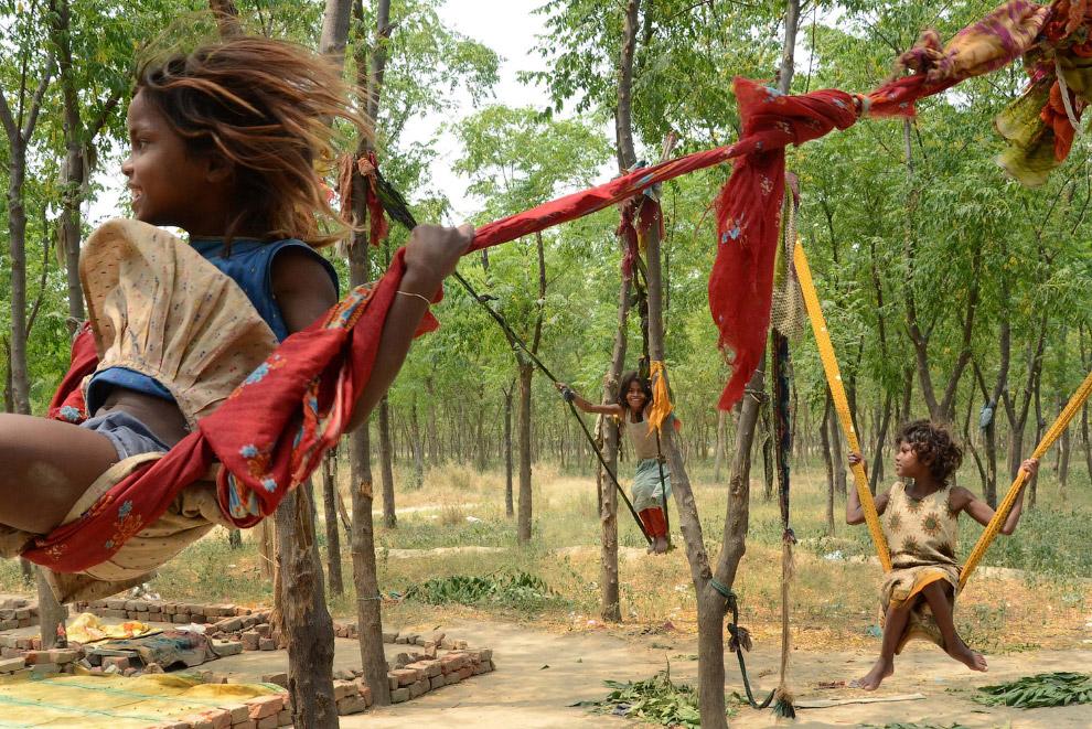 Крылатые самодельные качели в Амритсаре, Индия