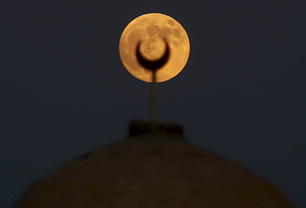 Луна на юго-западе Каира, Египет