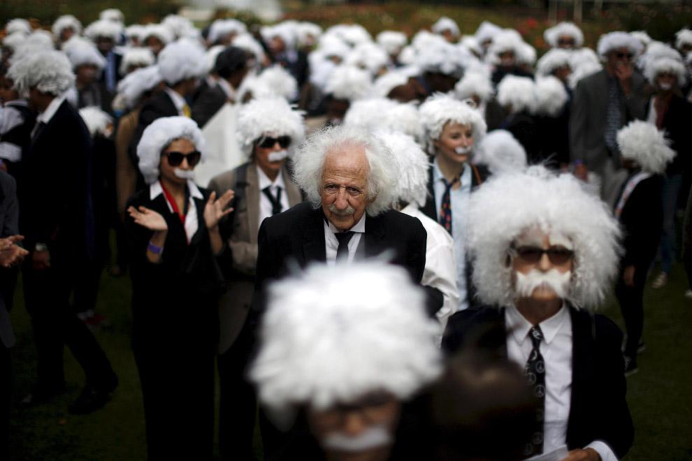 Попытка установить мировой рекорд Гиннеса по количеству Альбертов Эйнштейнов в одном месте