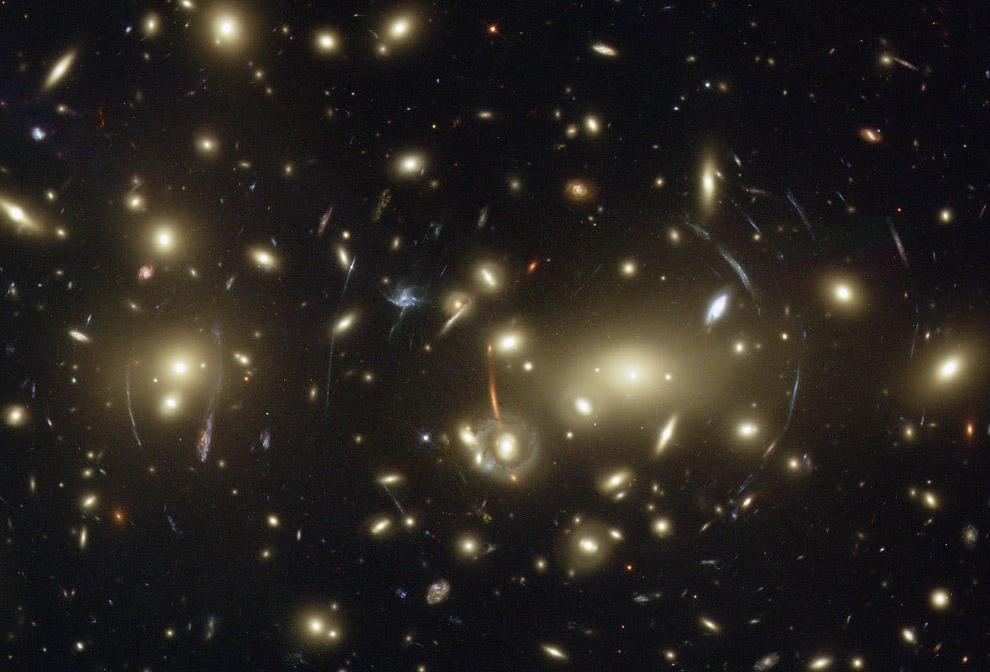 Abell 2218 – большое скопление галактик