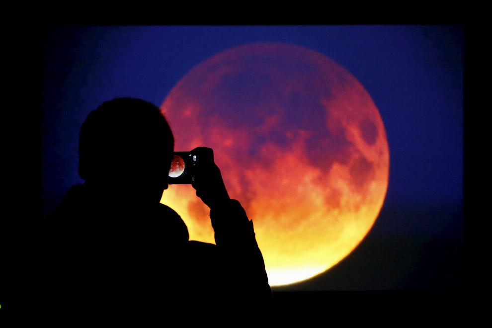 Лунное затмение в Варшаве, Польша