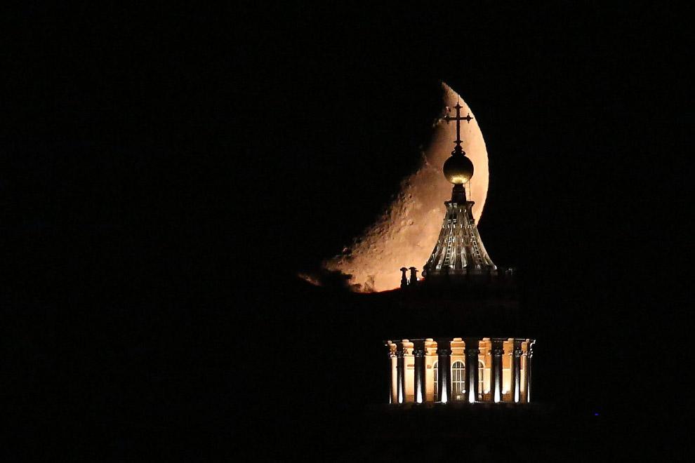 Луна в Риме, Италия