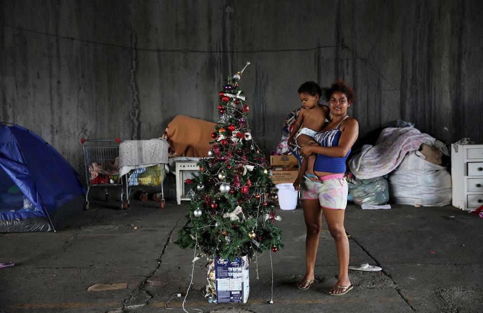 Новогодняя елка у бездомных в Сан-Паулу, Бразилия