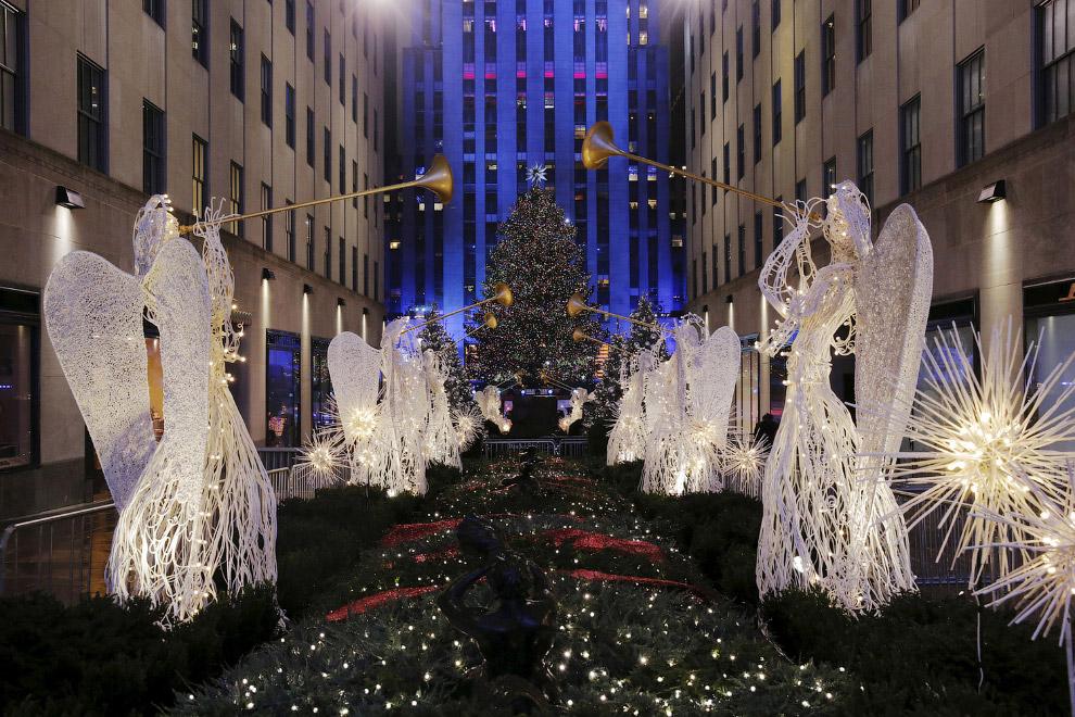 Новогодние украшения на Манхэттене в Нью-Йорке