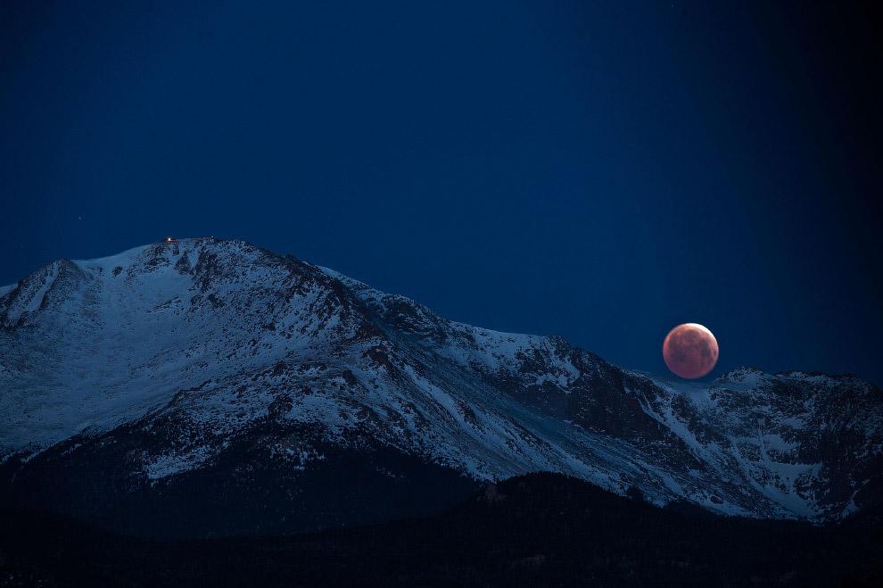 Луна в Колорадо-Спрингс