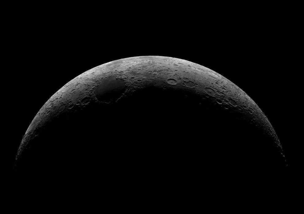 Диона — естественный спутник Сатурна