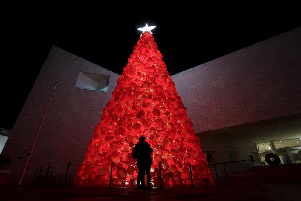 Новогодняя ёлка возле Музея истории в Монтеррее, Мексика