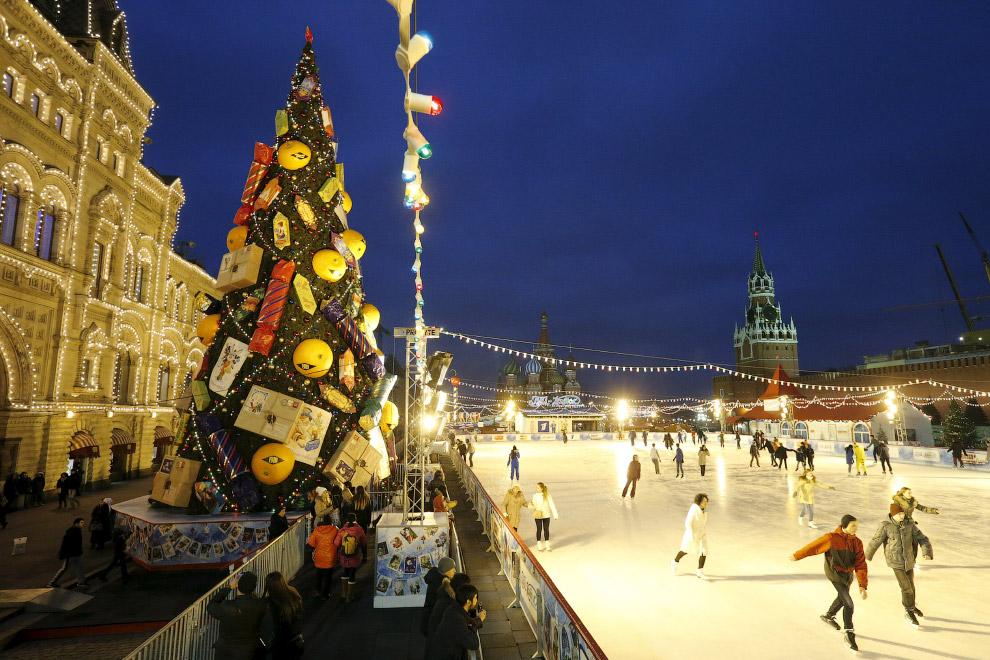 Ёлка и каток на Красной площади