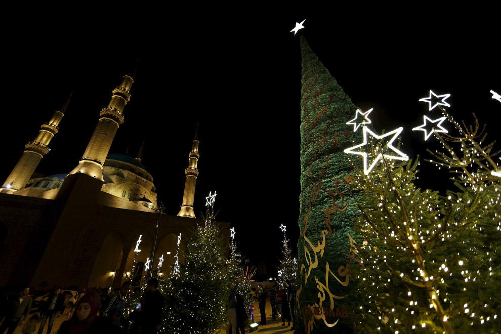 А это уже новогодняя ёлка в Бейруте, Ливан