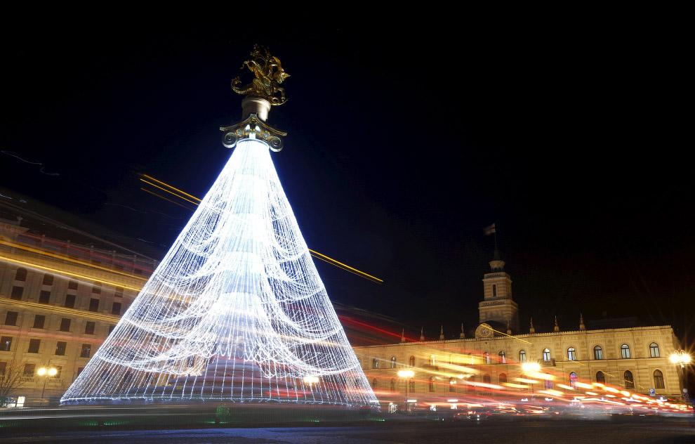 Новогоднее дерево в Тбилиси, Грузия