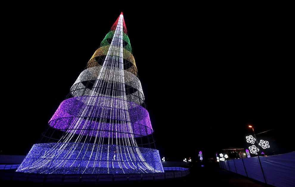 Так выглядит новогодняя ёлка в Боготе, Колумбия