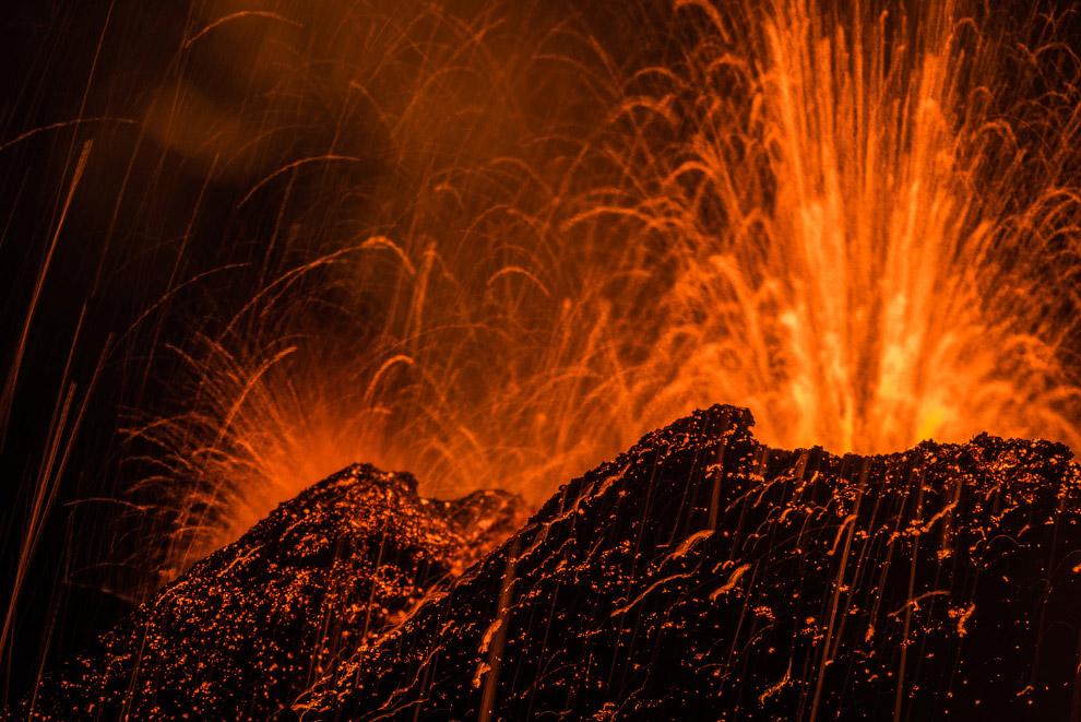 Извержение вулкана Питон-де-ла-Фурнез