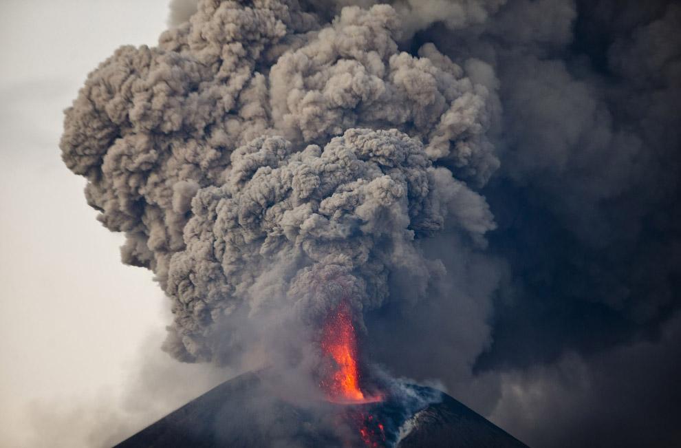 Момотомбо — стратовулкан в Никарагуа