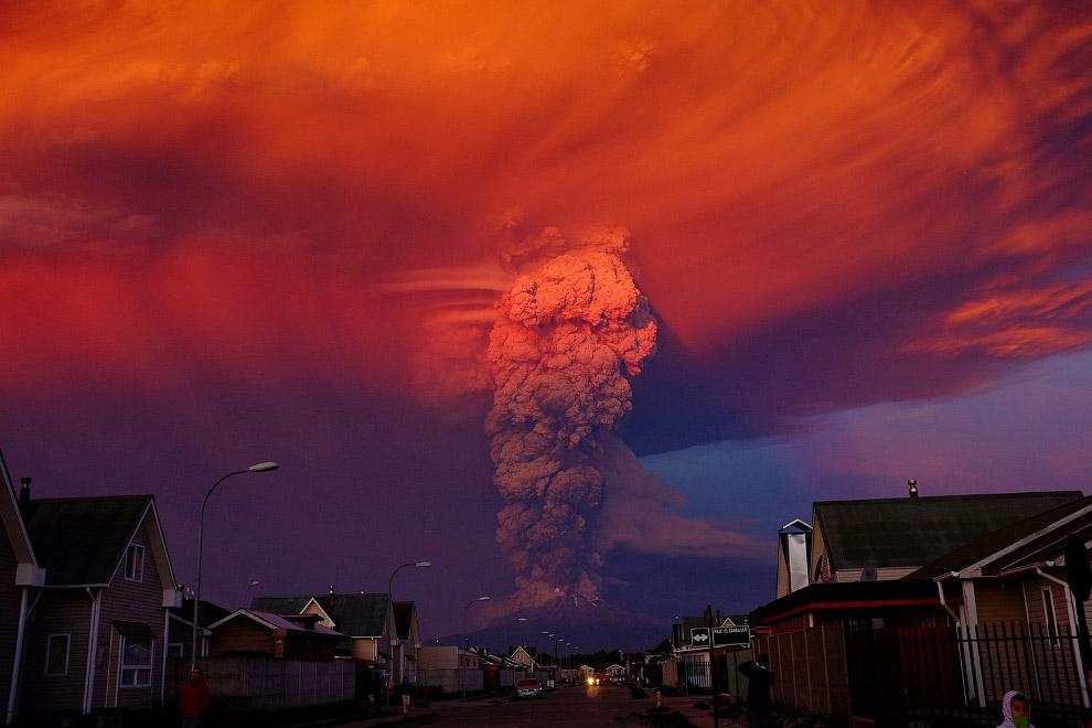 Столб пепла из вулкана Кальбуко в Чили поднимался на высоту в 20 км
