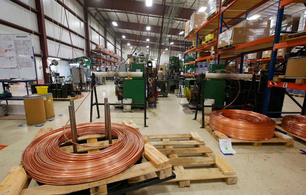 А вот и большие медные катушки на заводе в штате Юта