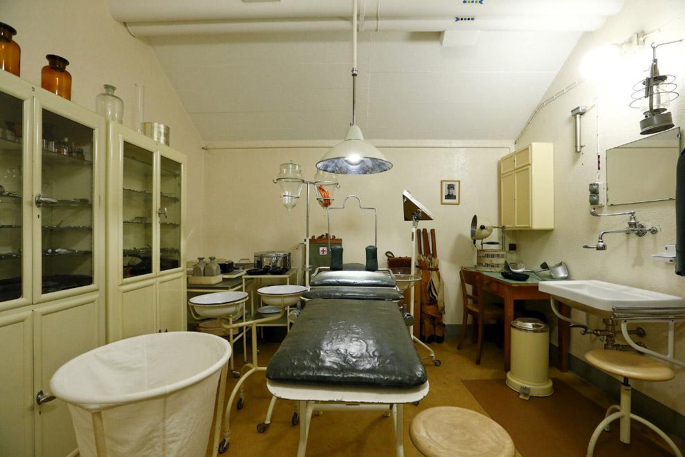 Операционная комната внутри одной артиллерийской крепости