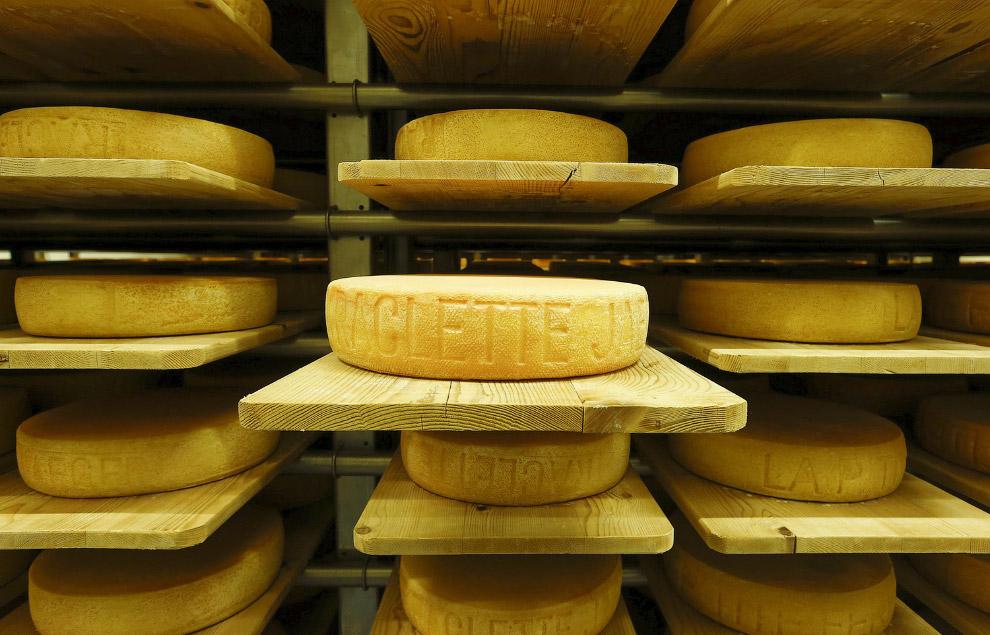 В этом бывшем бункере в городе Гисвиль, Швейцария обосновалась сыроварня