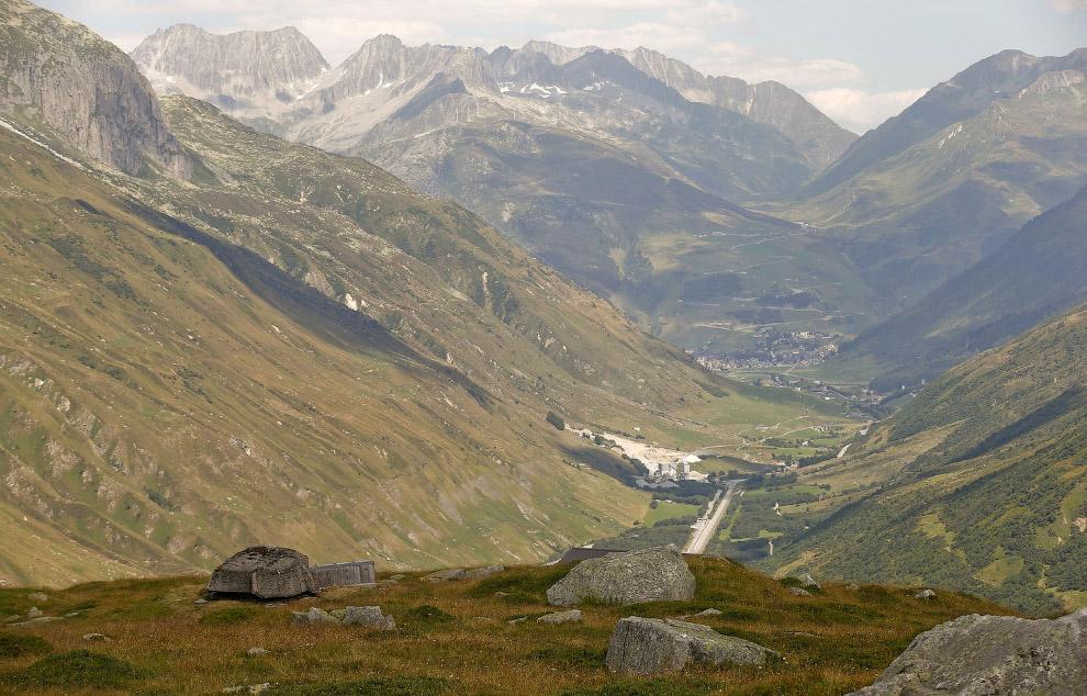 Замаскированные пушки в швейцарских Альпах