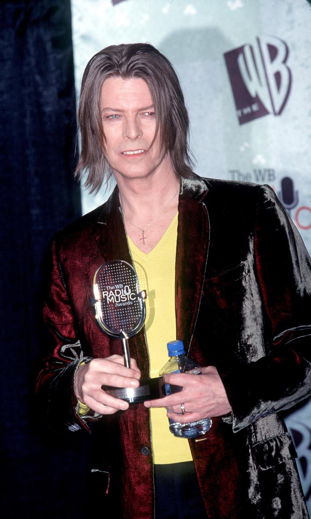 Музыкант получил награду от The WB Radio Music Awards в Лас-Вегасе