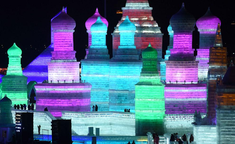 Разноцветное царство льда в Харбине