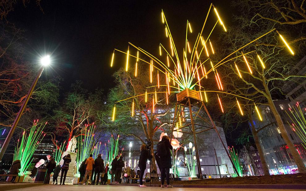 Световой сад на площади Лестер-сквер