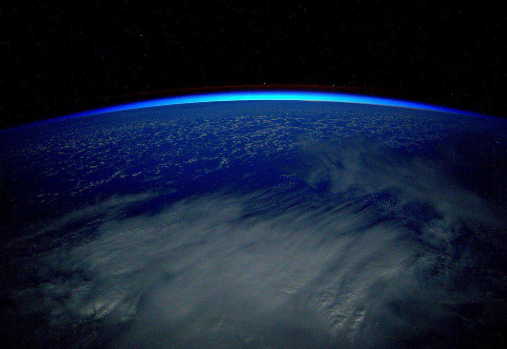 Земля и атмосфера в первый день нового года