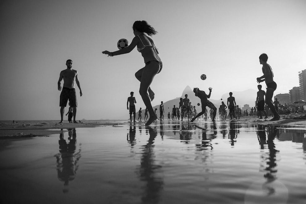 На пляже Рио-де-Жанейро
