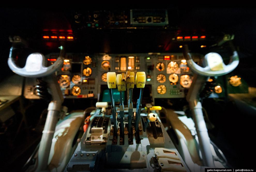 Кабина пилотов Ан-124.