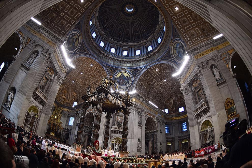 Рождество в соборе Святого Петра в Ватикане