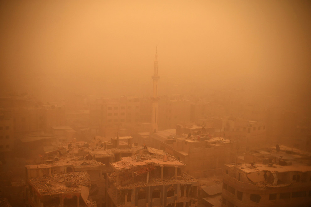Песчаная буря и разрушенные здания