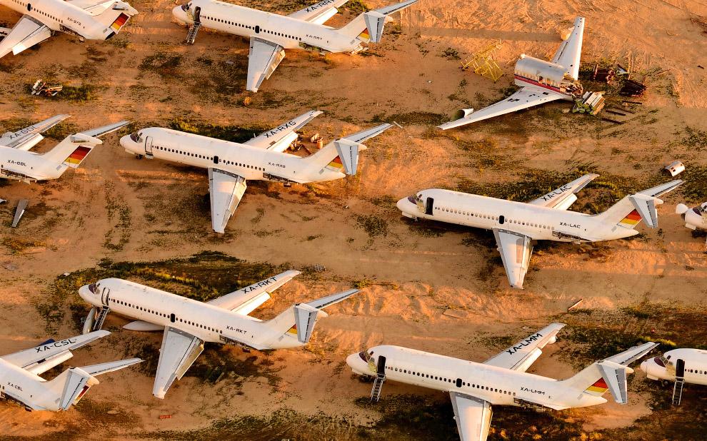 Кладбище самолетов в пустыня Мохаве, Калифорния