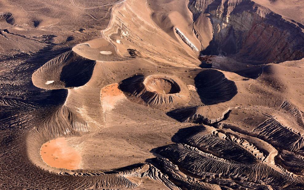 кратер Убехебе