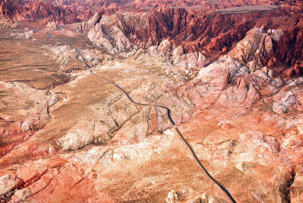 Дорога через пустыню в Неваде